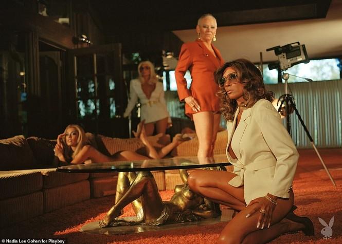 Loạt cựu mẫu Playboy tái xuất trong một khung hình, U70 vẫn tự tin khoả thân - ảnh 7