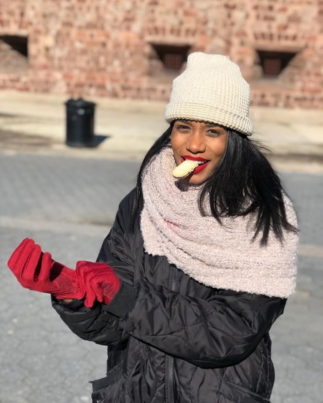 Nhan sắc đời thường đẹp như trên sân khấu của tân Hoa hậu Thế giới người Jamaica - ảnh 1