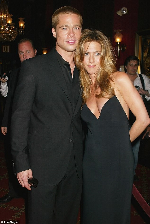 Brad Pitt ở bên vợ cũ Jennifer Aniston vào dịp sinh nhật, Giáng sinh - ảnh 1