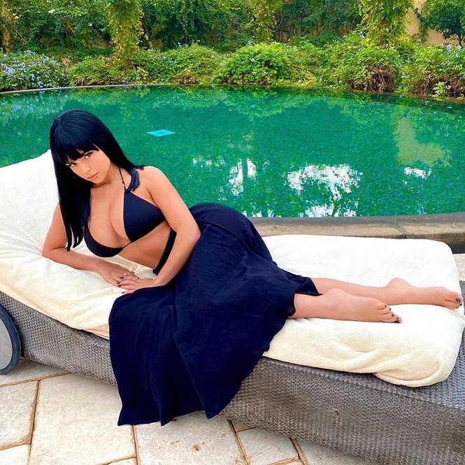Demi Rose hiếm hoi mặc nội y kín đáo, khoe 'siêu vòng ba' trứ danh - ảnh 5