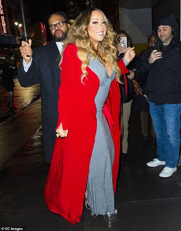 Mariah Carey 'bốc lửa' mừng tuổi 25 của All I Want For Chirstmas Is You - ảnh 7