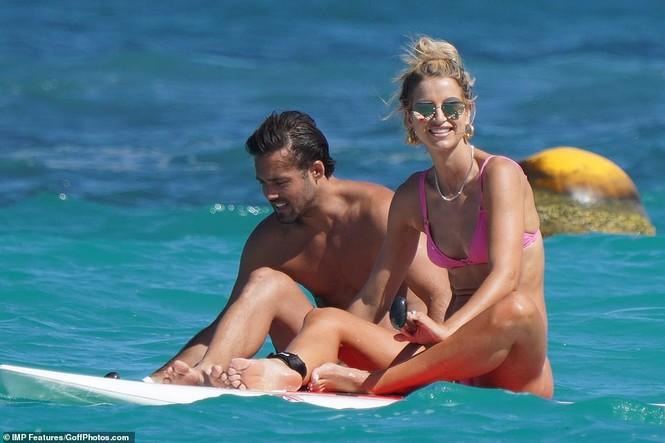 Vogue Williams diện bikini hai mảnh, khoe body không chút mỡ thừa - ảnh 5