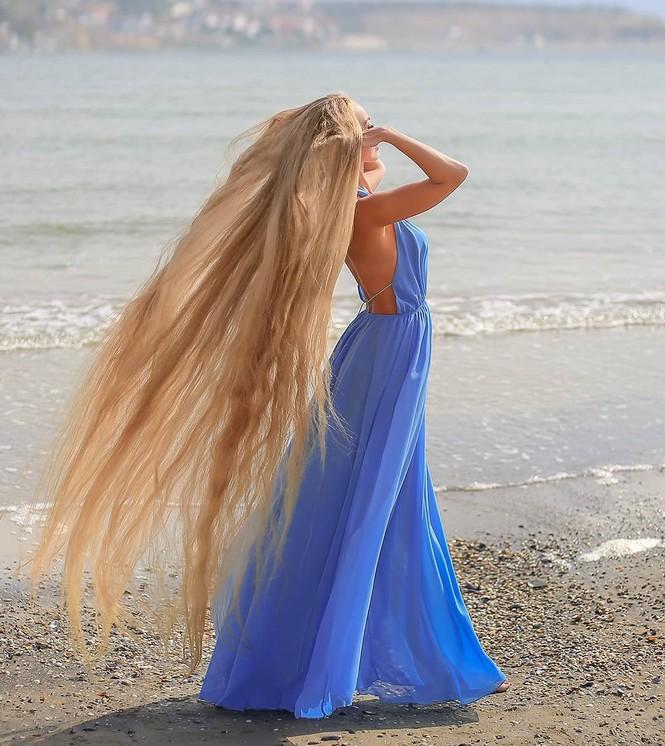 'Nàng Rapunzel đời thực' được đàn ông săn đón vì mái tóc dài gần 2m - ảnh 10