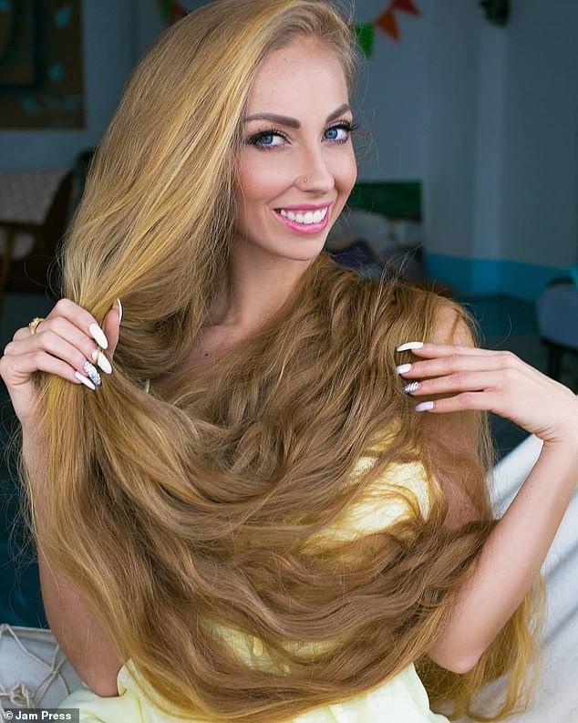 'Nàng Rapunzel đời thực' được đàn ông săn đón vì mái tóc dài gần 2m - ảnh 2