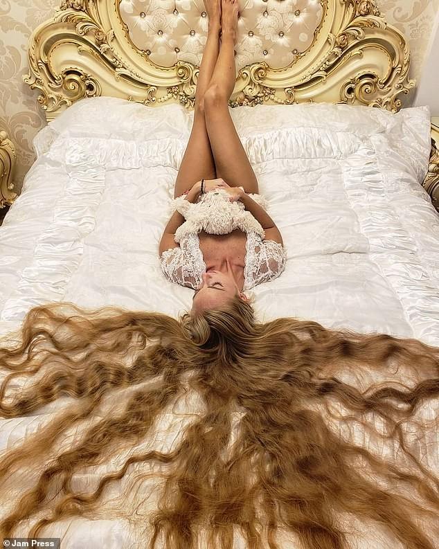 'Nàng Rapunzel đời thực' được đàn ông săn đón vì mái tóc dài gần 2m - ảnh 4