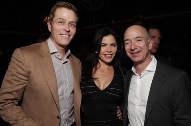 Bạn gái MC của tỷ phú Amazon bị chê như 'thẩm mỹ hỏng' - ảnh 4