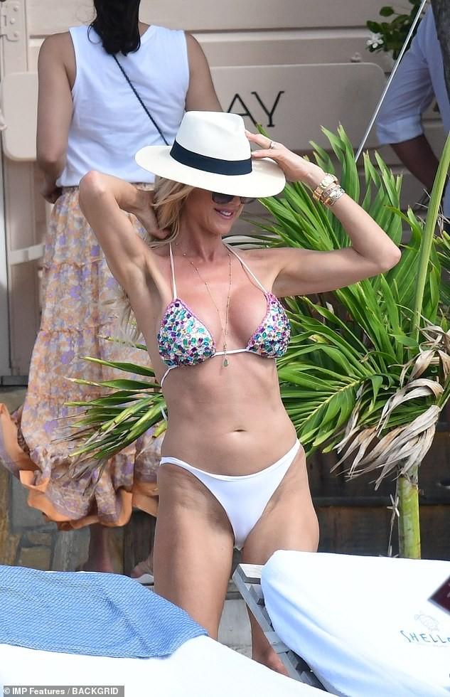 Hoa hậu Thuỵ Điển khoe dáng 'bốc lửa' ở tuổi 45 - ảnh 4