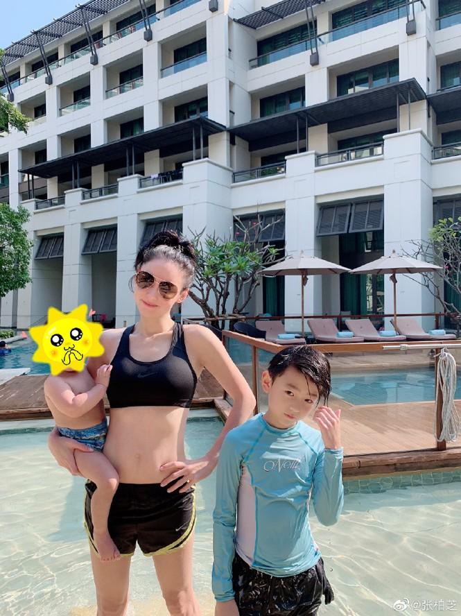 Trương Bá Chi hiếm hoi đăng ảnh đi bơi, vòng eo thon nuột dù đã ba con - ảnh 1