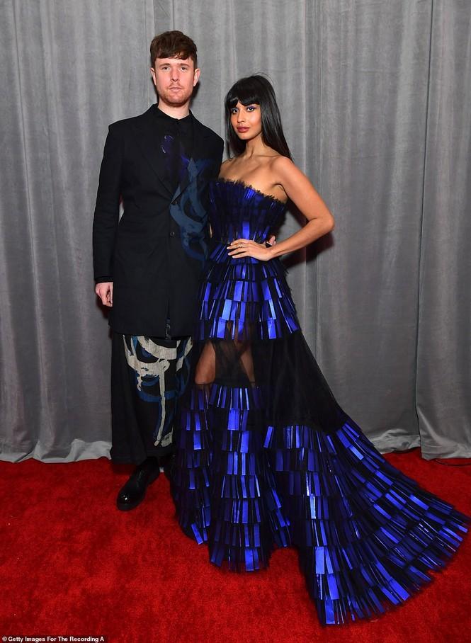 Chiêm ngưỡng những bộ cánh đẹp nhất trên thảm đỏ Grammy 2020 - ảnh 15