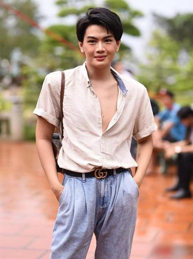Nam Thư bị dân mạng chỉ trích gay gắt vì mặc áo hở bụng thăm nhà thờ Tổ - ảnh 4