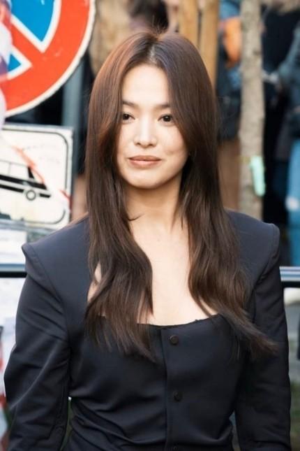 Song Hye Kyo, Lisa (Blackpink) và loạt sao Hàn từ Ý về bị yêu cầu cách ly - ảnh 4