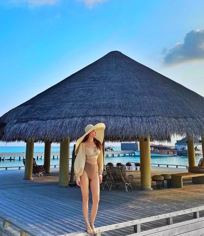 Hồ Ngọc Hà mặc bikini cực sang chảnh, được bạn trai ôm eo âu yếm - ảnh 1