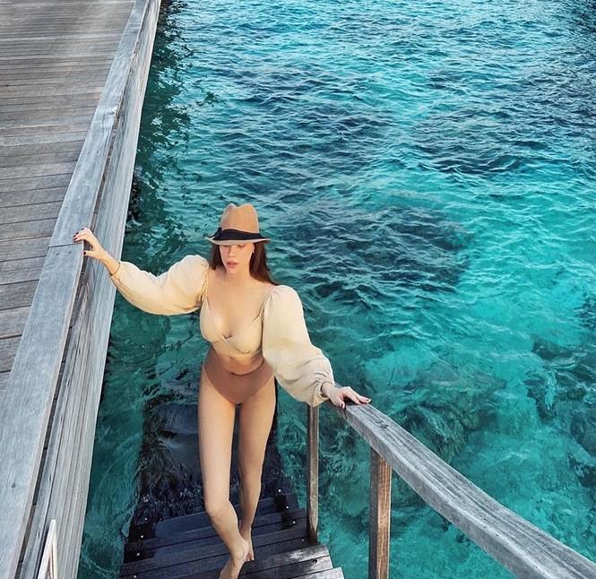 Hồ Ngọc Hà mặc bikini cực sang chảnh, được bạn trai ôm eo âu yếm - ảnh 4
