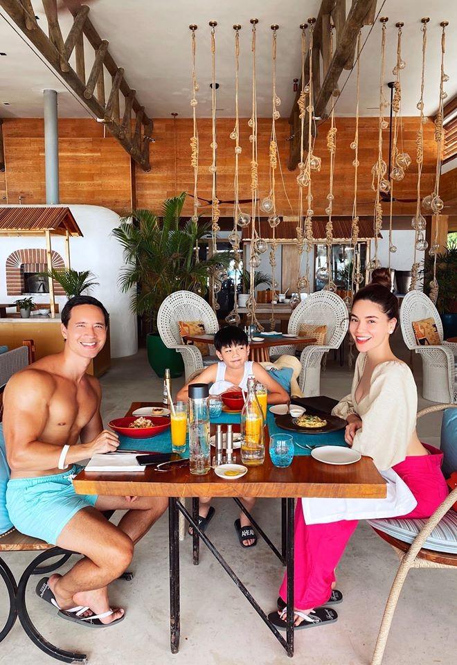 Hồ Ngọc Hà mặc bikini cực sang chảnh, được bạn trai ôm eo âu yếm - ảnh 5