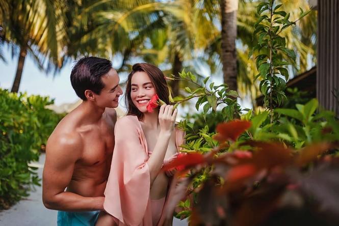 Hồ Ngọc Hà 'môi kề môi' với Kim Lý, body nuột nà tiếp tục gây sốt - ảnh 2