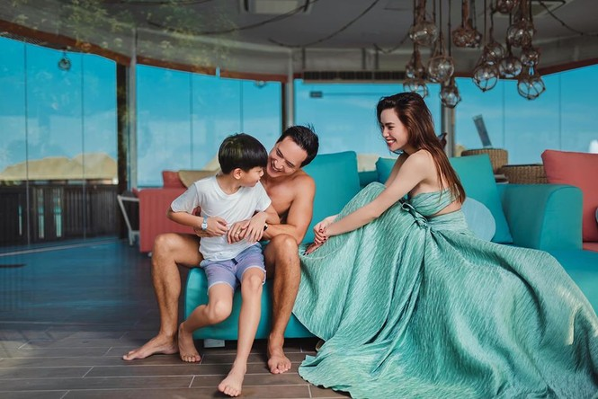 Hồ Ngọc Hà 'môi kề môi' với Kim Lý, body nuột nà tiếp tục gây sốt - ảnh 8