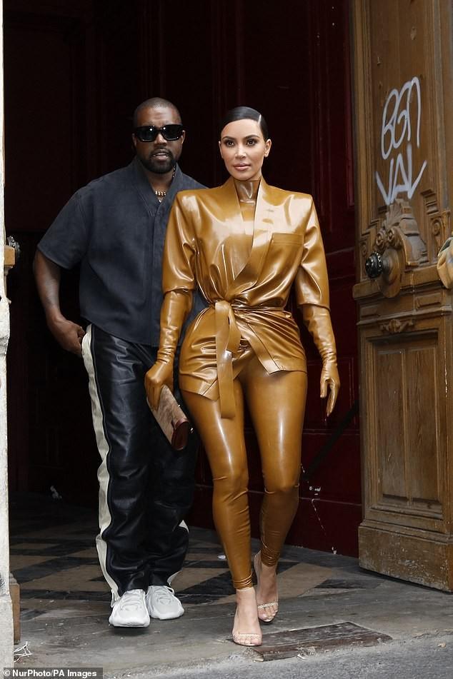 Kim Kardashian đau đớn đến mức văng tục do mặc đồ bó cứng cơ thể - ảnh 8