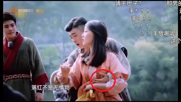 Sao nữ Trung Quốc bị nam đồng nghiệp sàm sỡ vòng một ngay trước ống kính - ảnh 2