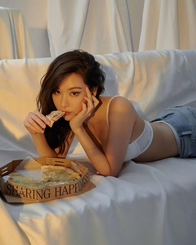 Nữ ca sĩ 'Ghen Cô Vy' tung ảnh nội y còn 'thả rông', khoe đường cong sexy - ảnh 12