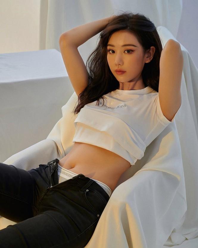 Nữ ca sĩ 'Ghen Cô Vy' tung ảnh nội y còn 'thả rông', khoe đường cong sexy - ảnh 15