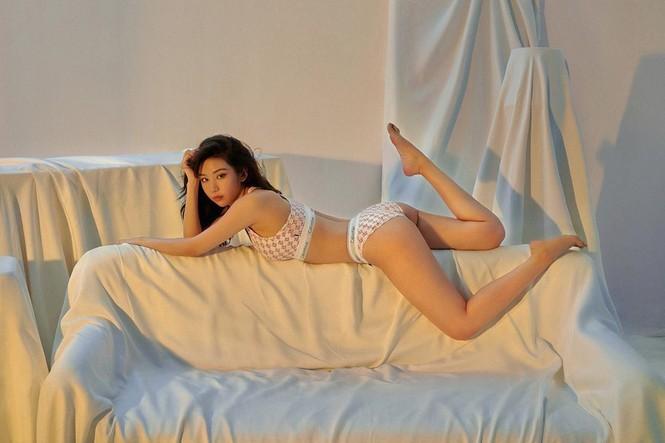 Nữ ca sĩ 'Ghen Cô Vy' tung ảnh nội y còn 'thả rông', khoe đường cong sexy - ảnh 10