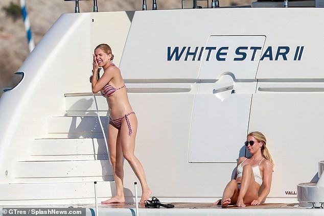 'Rich kid' của 'đế chế' pha lê khoe hình thể 'vạn người mê' với bikini bé xíu - ảnh 10