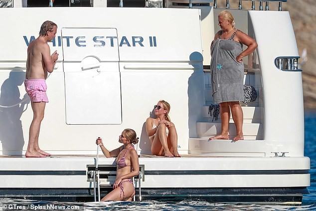 'Rich kid' của 'đế chế' pha lê khoe hình thể 'vạn người mê' với bikini bé xíu - ảnh 3