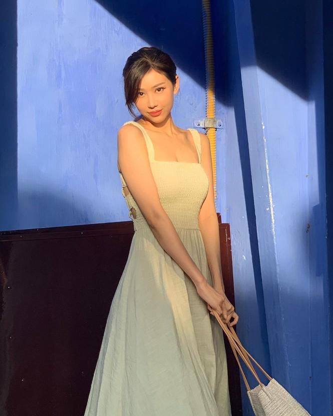 Nữ ca sĩ 'Ghen Cô Vy' thả dáng với bikini, đường cong gây sốt - ảnh 8
