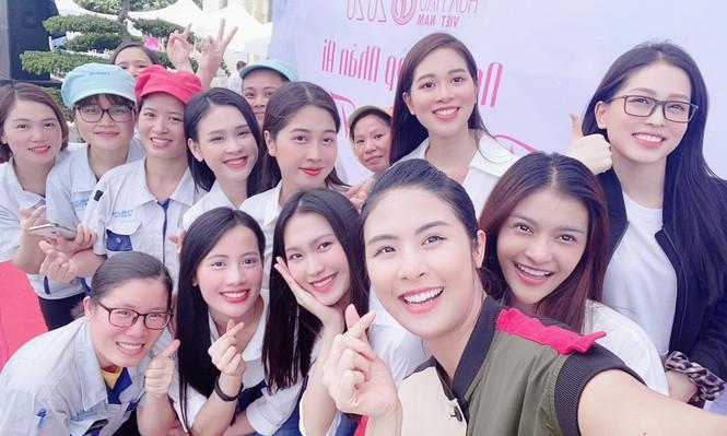 'Người đẹp nhân ái': Thí sinh HHVN mở 'Phiên chợ tử tế' cho 500 công nhân  - ảnh 4