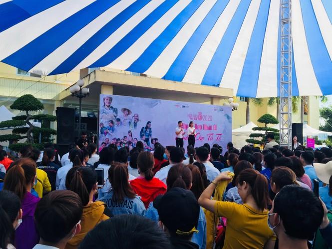'Người đẹp nhân ái': Thí sinh HHVN mở 'Phiên chợ tử tế' cho 500 công nhân  - ảnh 1