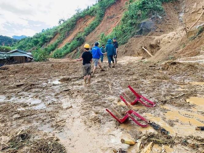 CẬP NHẬT: Tìm thấy 5 thi thể vụ lở núi khiến 11 người bị vùi lấp ở Phước Sơn - ảnh 4