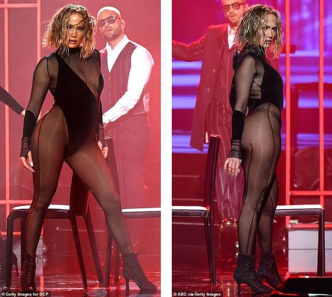 'Nóng mặt' với bộ đồ vừa cắt xẻ vừa xuyên thấu táo bạo của Jennifer Lopez  - ảnh 4