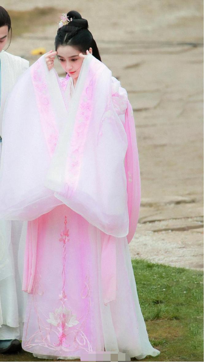 Angelababy xinh đẹp, 'thoát tục' như tiên tử trong tạo hình cổ trang - ảnh 1