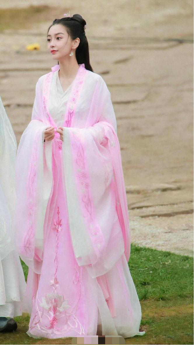 Angelababy xinh đẹp, 'thoát tục' như tiên tử trong tạo hình cổ trang - ảnh 4
