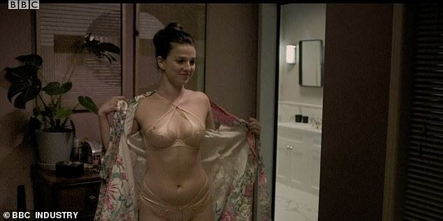 Phim truyền hình Anh bị chỉ trích vì 'ngập ngụa' cảnh sex, khỏa thân - ảnh 3