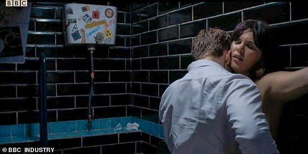 Phim truyền hình Anh bị chỉ trích vì 'ngập ngụa' cảnh sex, khỏa thân - ảnh 2