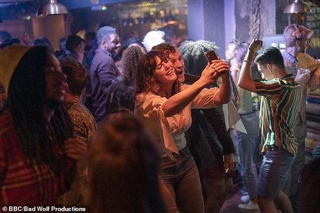 Phim truyền hình Anh bị chỉ trích vì 'ngập ngụa' cảnh sex, khỏa thân - ảnh 4