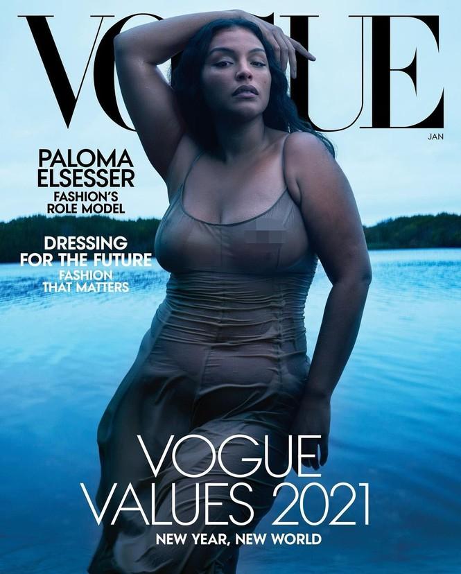 Mẫu nữ da màu ngoại cỡ mặc váy mỏng tang cực gợi cảm trên bìa Vogue - ảnh 1