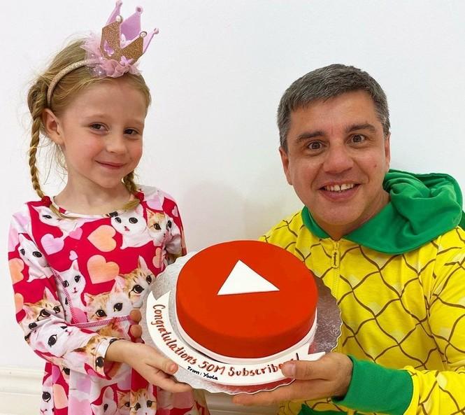 Cậu bé 9 tuổi kiếm 35 triệu USD/năm, dẫn đầu Top 10 YouTuber năm 2020 - ảnh 4