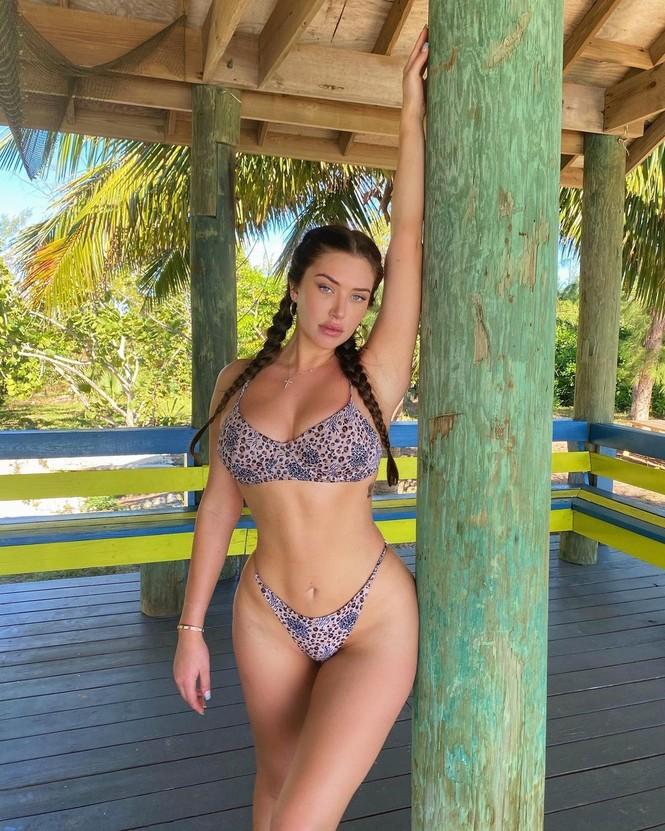 Bạn thân của Kylie Jenner khoe thân hình 'đồng hồ cát' nóng bỏng với bikini - ảnh 3