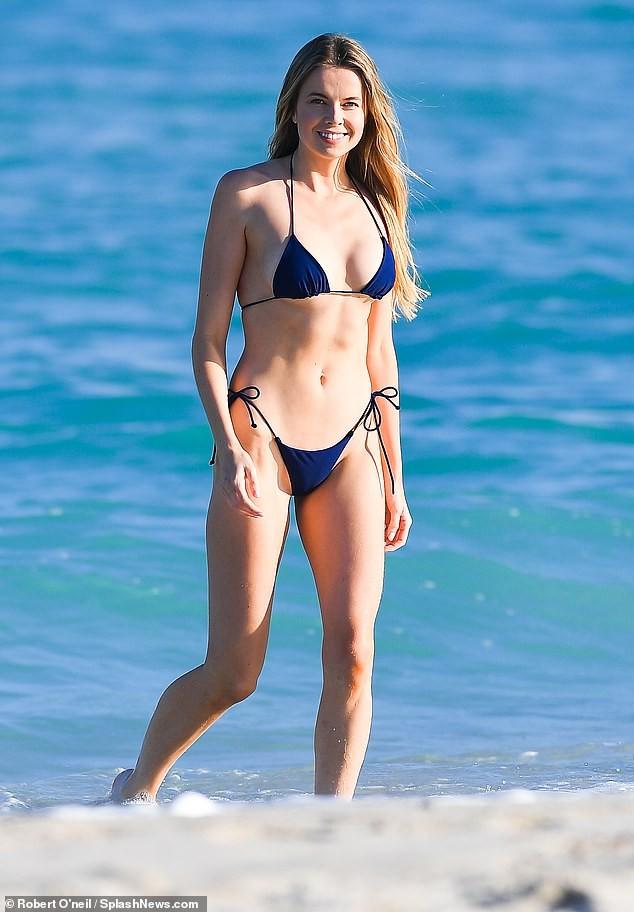 'Chân dài' Louisa Warwick khoe hình thể đáng kinh ngạc với bikini bé xíu - ảnh 2