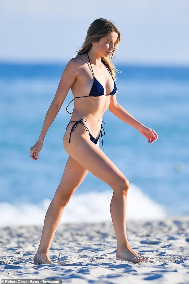 'Chân dài' Louisa Warwick khoe hình thể đáng kinh ngạc với bikini bé xíu - ảnh 4