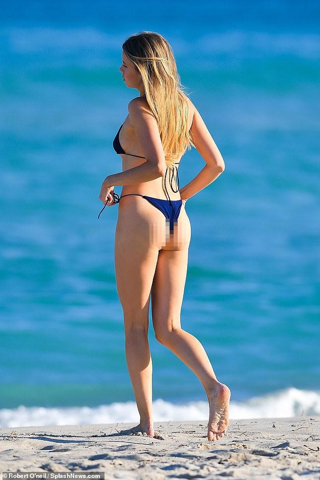 'Chân dài' Louisa Warwick khoe hình thể đáng kinh ngạc với bikini bé xíu - ảnh 7