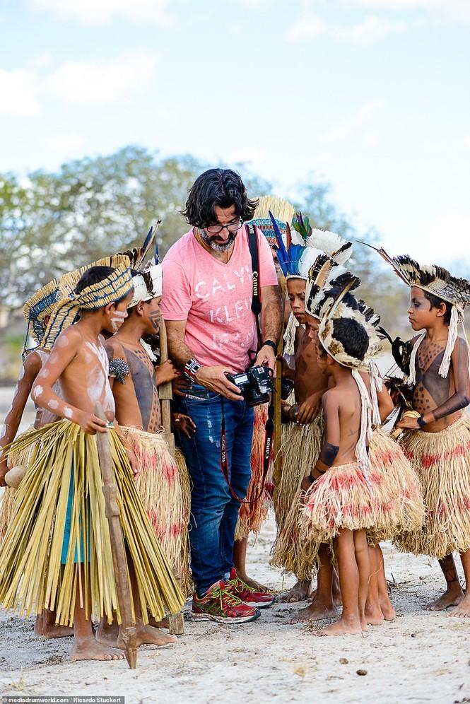 Mãn nhãn bộ ảnh về cuộc sống nguyên sơ của thổ dân Brazil trong rừng sâu - ảnh 2
