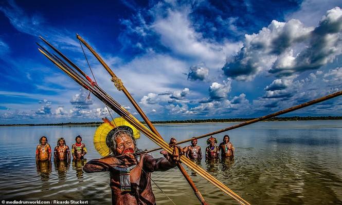 Mãn nhãn bộ ảnh về cuộc sống nguyên sơ của thổ dân Brazil trong rừng sâu - ảnh 4