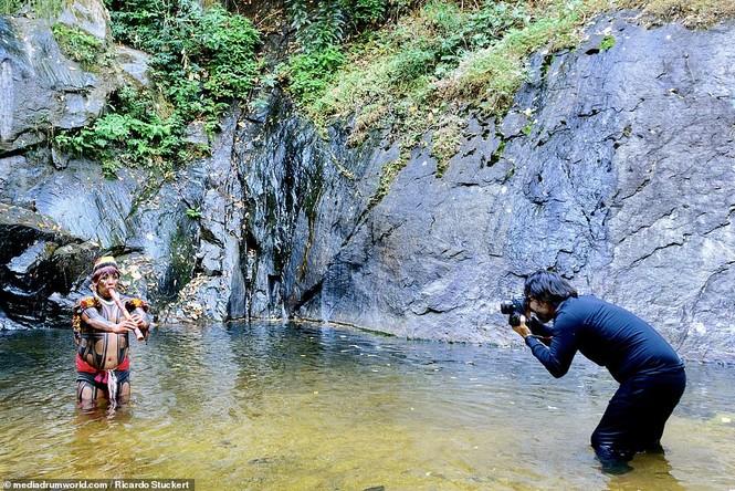 Mãn nhãn bộ ảnh về cuộc sống nguyên sơ của thổ dân Brazil trong rừng sâu - ảnh 3