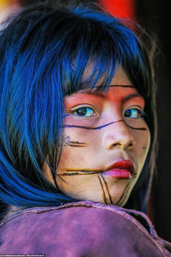 Mãn nhãn bộ ảnh về cuộc sống nguyên sơ của thổ dân Brazil trong rừng sâu - ảnh 9