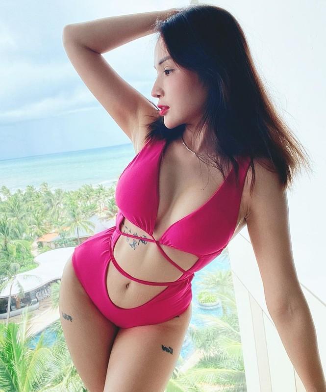 Sao Việt đi biển: Hoàng Yến Chibi bán nude táo bạo, Bảo Anh diện mốt 'tụt quần' - ảnh 7
