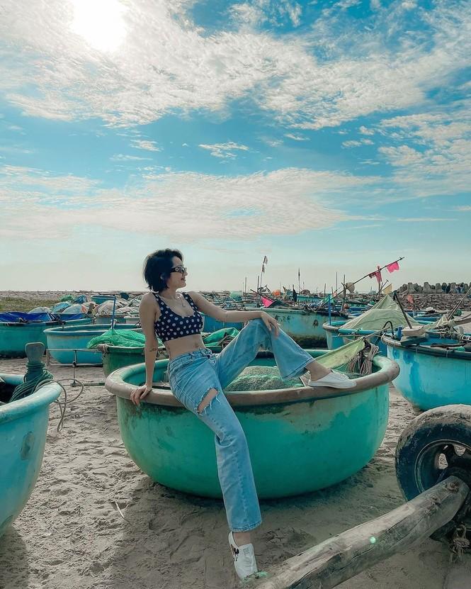 Sao Việt đi biển: Hoàng Yến Chibi bán nude táo bạo, Bảo Anh diện mốt 'tụt quần' - ảnh 4
