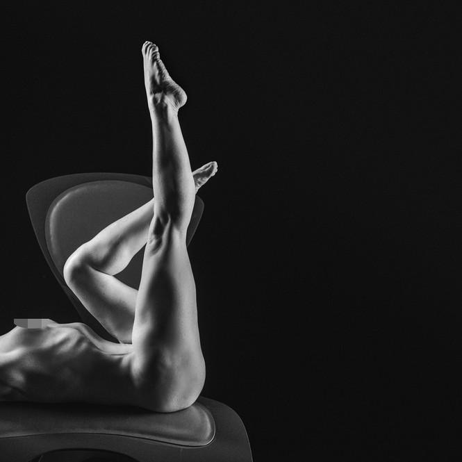 Những bức ảnh khỏa thân đen – trắng đẹp nhất năm 2020 - ảnh 8